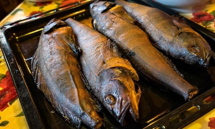 Как правильно коптить рыбу? Как сделать коптильню?