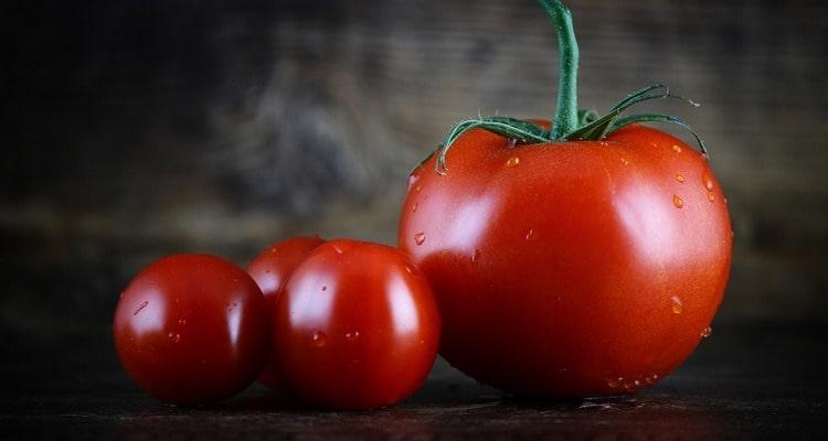 Начиненные куриной печенью помидоры
