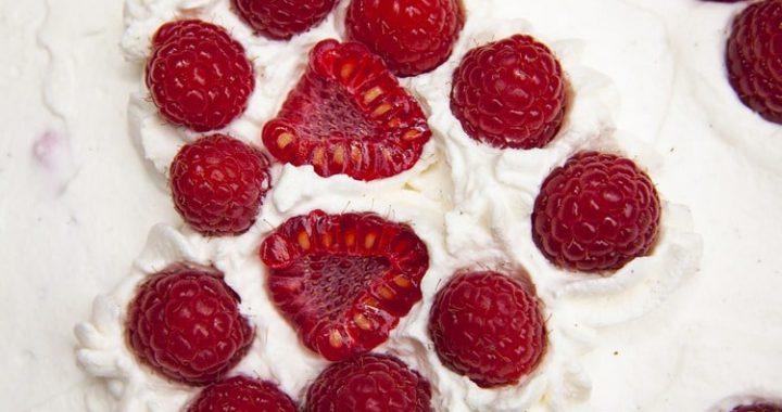 Малиновый пирог с заварным кремом