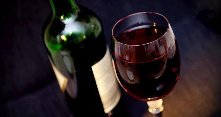 Красное вино, полифенолы зеленого чая могут остановить рак простаты