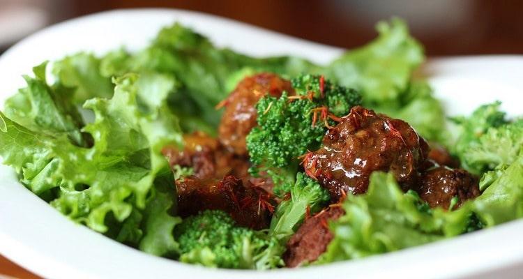 Салат из бекона и «сладкого мяса»