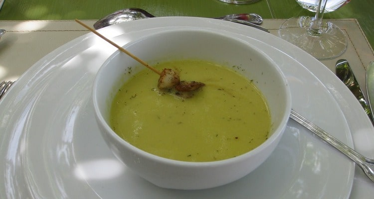 Суп из сельдерея с палочками из кунжута