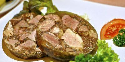 Прозрачный холодец – мясному блюду венец