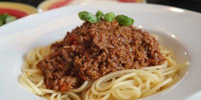 Простой рецепт спагетти с соусом из мясного фарша