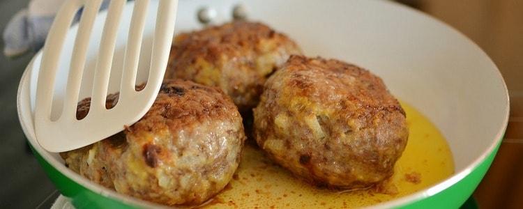Домашние мясные котлеты, самый простой и подробный рецепт
